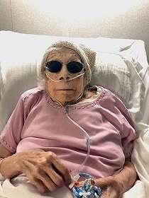 Wanita Berusia 105 Tahun yang Mengalahkan COVID-19 Mengatakan, Kismis yang Direndam Gin Membantunya Tetap Hidup