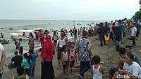 Libur Lebaran, Pantai Ujong Blang di Lhokseumawe Ramai Wisatawan