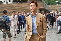 Gaya Changmin TVXQ di Milan Fashion Week Curi Perhatian