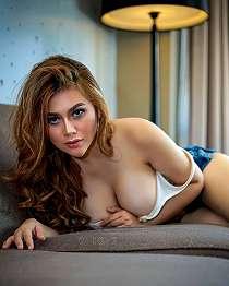 Renna Dyana Seksi Lingerie Photoshoot