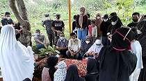 Foto Pemakaman Komedian Sapri Bin Ahli di TPU Ulujami Jakarta