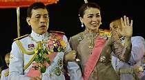 Video Viral, Raja Thailand Puji Pendemo Pro-Monarki, Hal yang Sangat Jarang Terjadi