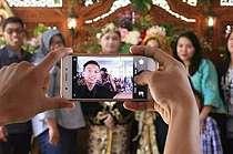 9 Momen absurd di acara pernikahan ini bikin geleng kepala