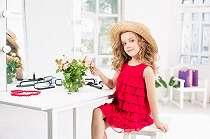 Orangtua wajib tahu, ini 5 tips makeup aman untuk si kecil
