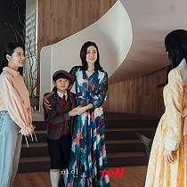 Perankan Menantu Chaebol di Drama Korea MINE, 10 Outfit Mewah Lee Bo Young ini Dibanderol Puluhan Juta Rupiah.