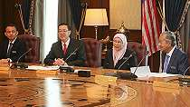 Mau Kurangi Utang, PM Mahathir Potong Gaji Pejabat