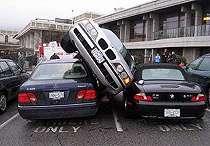 8 Aksi Parkir Mobil Paling Kovlok Di Dunia, Kok Bisa Sih?