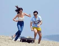 Harry Styles dan Kaia Gerber Liburan Bareng di Pantai Malibu