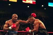 Menakjubkan, Ternyata Begini Holyfield 2 Kali Habisi Mike Tyson