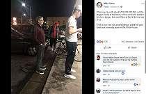 Antri Burger di Pinggir Jalan, Kesederhanaan Bill Gates Viral di Facebook
