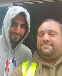 Kasihan, Fans Manchester United Ini Dipecat usai Foto dengan Riyad Mahrez