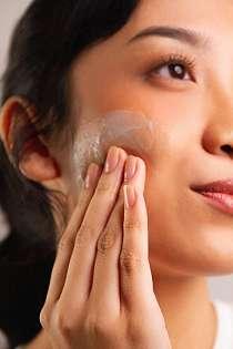 Catat Yuk! Ini Tips Beli Skincare yang Aman dan Mudah Secara Online