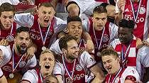Erik Ten Hag Teken Kontrak Baru Bersama Ajax
