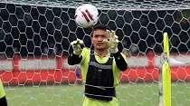 Persiapan Khusus Dua Kiper Bhayangkara FC Jelang Hadapi Arema FC