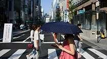 Resmi, Jepang Larang Pejalan Kaki Gunakan Ponsel Sambil Berjalan