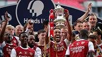 Pilih Melancong Saat Arsenal Rebut Piala FA, Groves: Mesut Ozil Egois