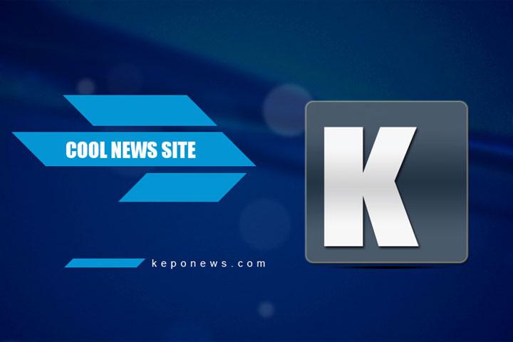 Tina Toon Tampil Sporty Dengan Jaket Blink dan Celana Kulot Hitam