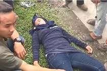 Guru Honorer Ini Menjadi Korban Kebrutalan Penjambret, Lihat Sampai Terkapar Begini di Jalan