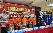 Dua Pemuda Ini Sungguh Nekat, Narkoba Dititipkan ke Polisi
