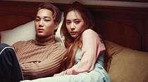 Tiba-tiba Jadian, 6 Idol Korea Ini Punya Kisah Cinta yang Tak Biasa