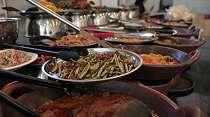 Makan Siang? Icip Nasi Kapau Prasmanan Ala Mintuo