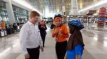 Wah, Penumpang Bandara Soetta Dilayani Anak-anak SD
