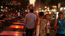 Rasakan Sensasi Makan Sate di Satay Street