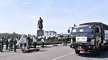 TNI Bagikan 1000 Ton Beras Gratis ke Warga Terdampak Corona Jadetabek