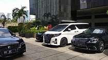 Rapat Tertutup, Mobil Mewah Anggota DPR Berderet Parkir di Gedung KPK